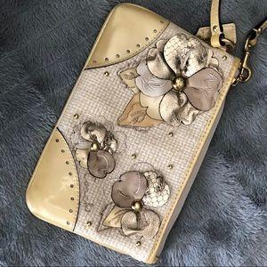 Coach wristlet cream and beige - floral detail